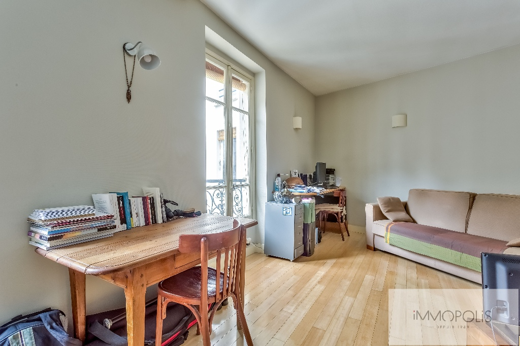 Beautiful studio on the top floor in the most beautiful street of Montmartre: rue d'Orchampt! 3