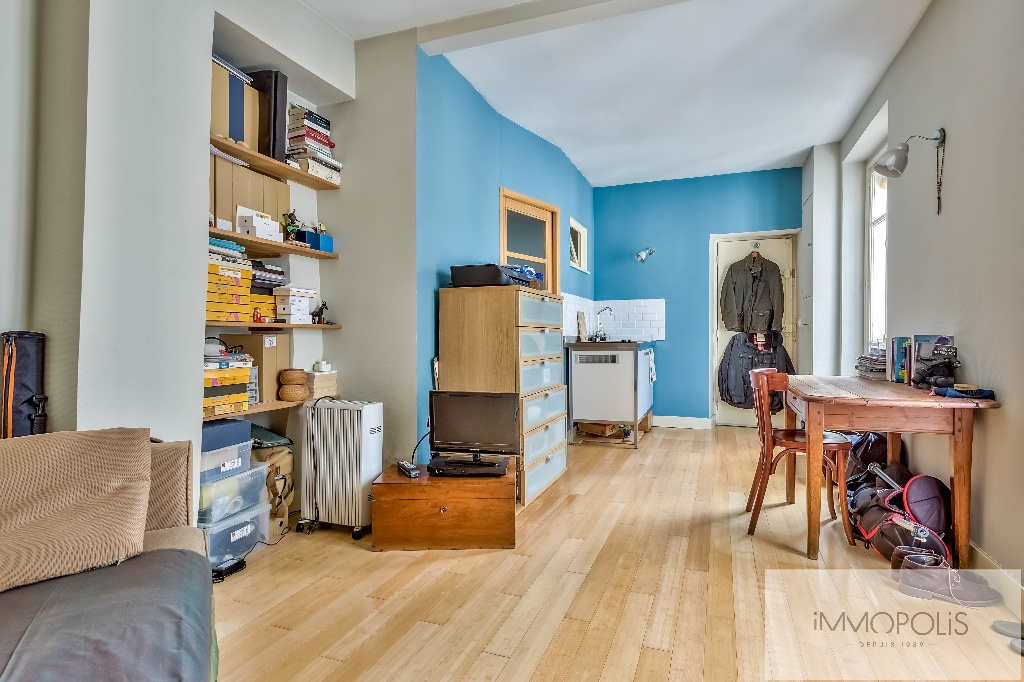 Beautiful studio on the top floor in the most beautiful street of Montmartre: rue d'Orchampt! 7