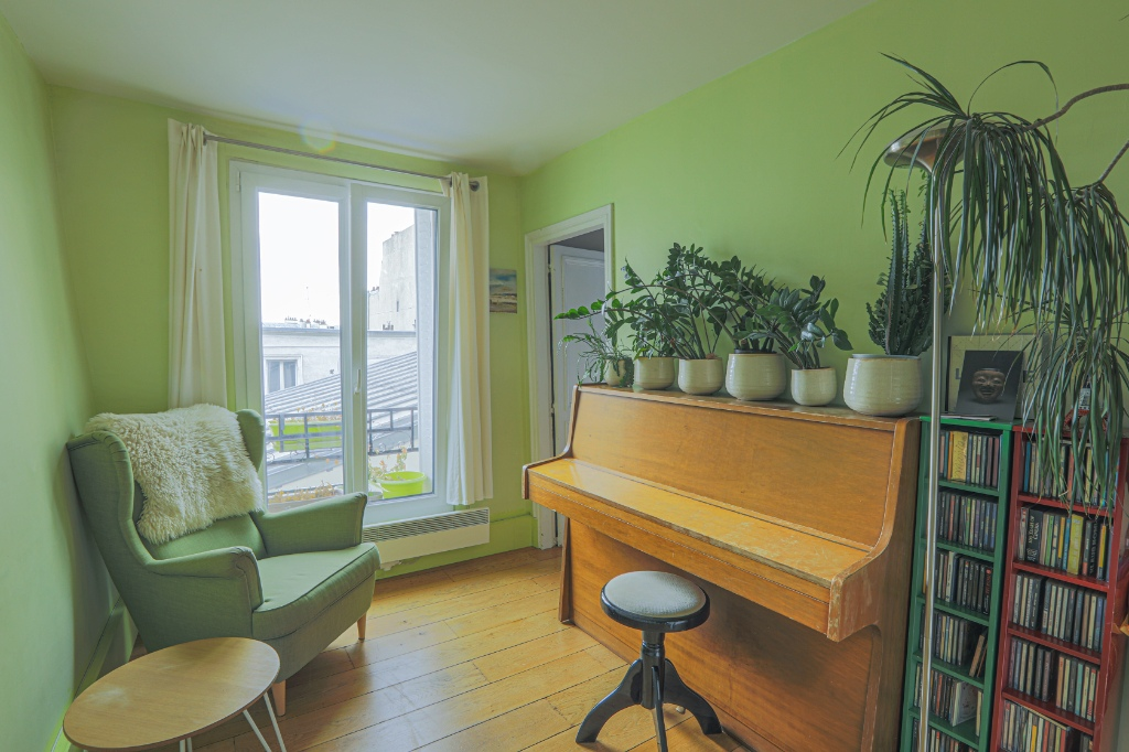 Rue Berthe two-room apartment of 29 m2 with open view facing south! 1