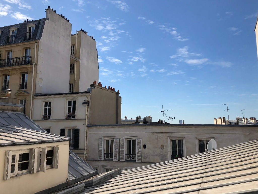 Rue Berthe two rooms of 29 m2 with open view facing south! 2