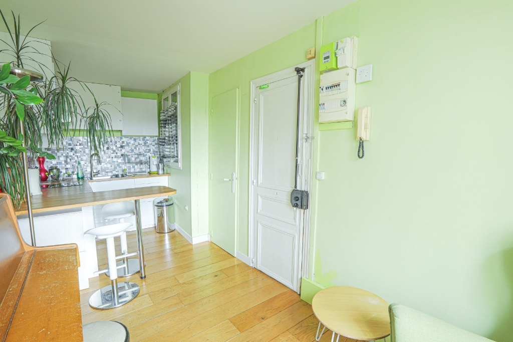 Rue Berthe two rooms of 29 m2 with open view facing south! 3