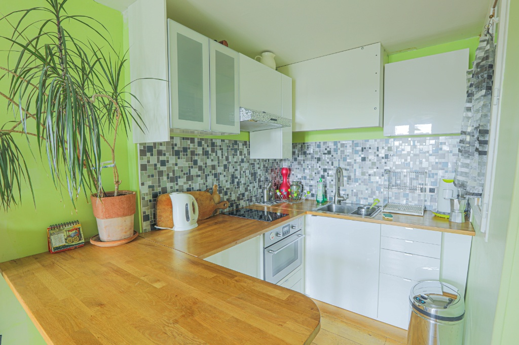 Rue Berthe two rooms of 29 m2 with open view facing south! 5