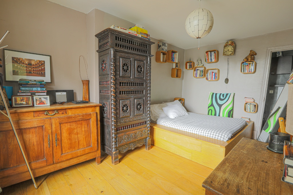 Rue Berthe two rooms of 29 m2 with open view facing south! 7