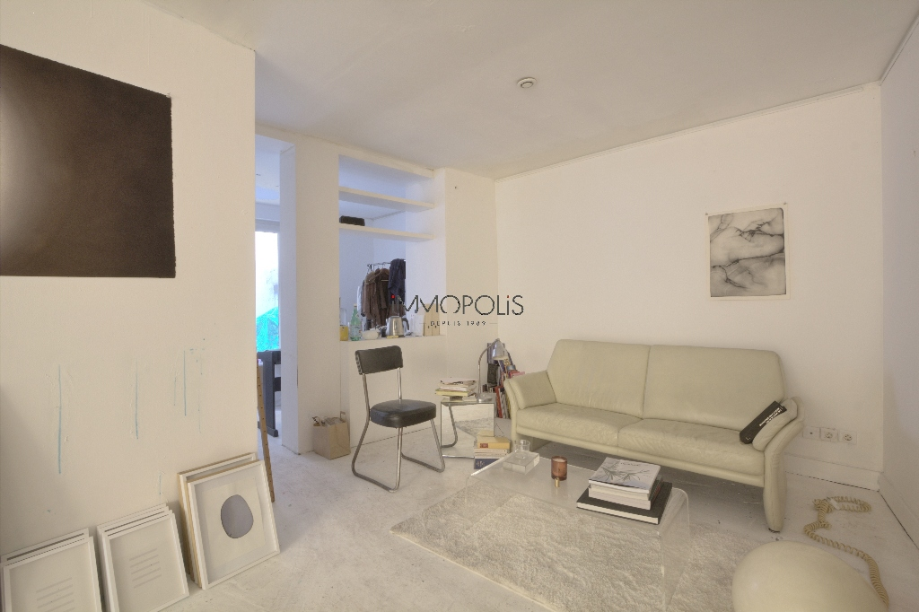 Soundproof workshop / Open – space of approximately 49 M² well located in Montmartre! 2