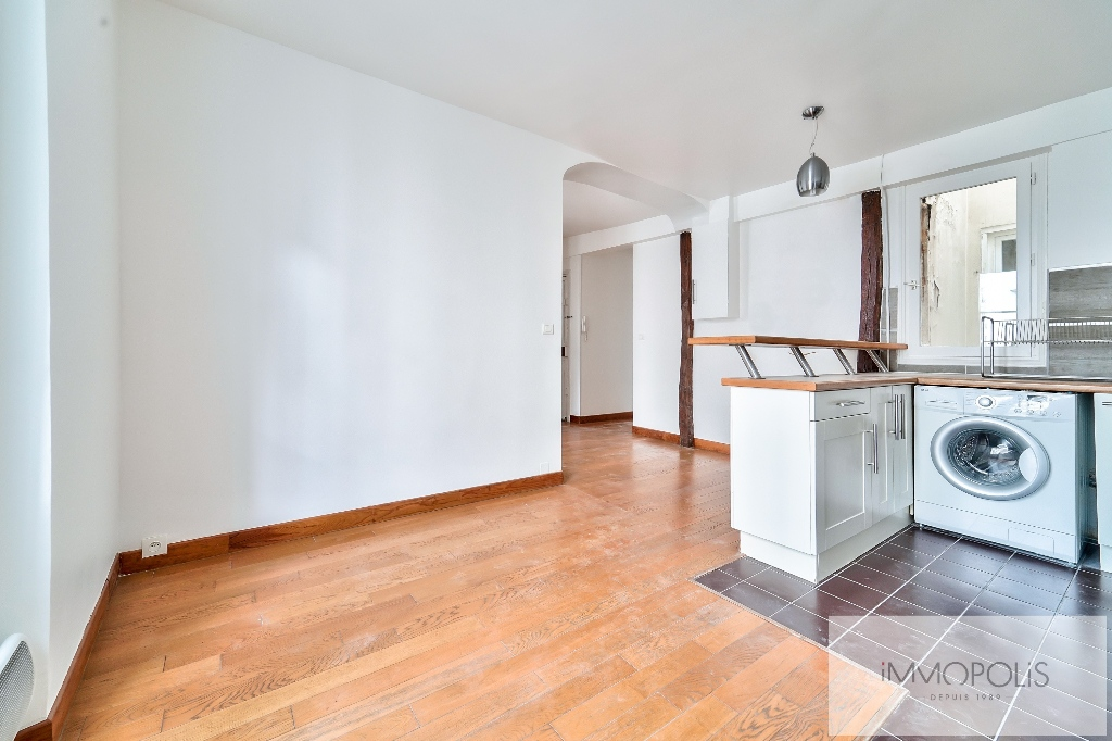 Exclusivity, beautiful 3 room apartment with view of the Sacré-Coeur, in good condition, well placed in Montmartre! 3