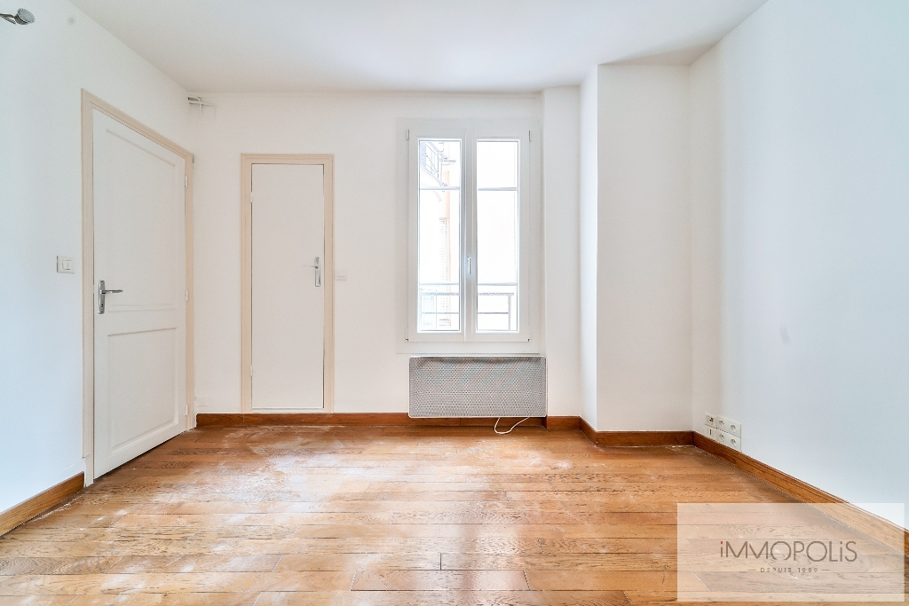 Exclusivity, beautiful 3 room apartment with view of the Sacré-Coeur, in good condition, well placed in Montmartre! 5