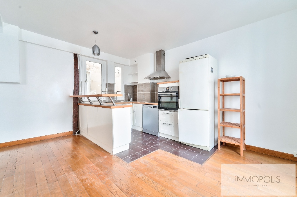 Exclusivity, beautiful 3 room apartment with view of the Sacré-Coeur, in good condition, well placed in Montmartre! 8