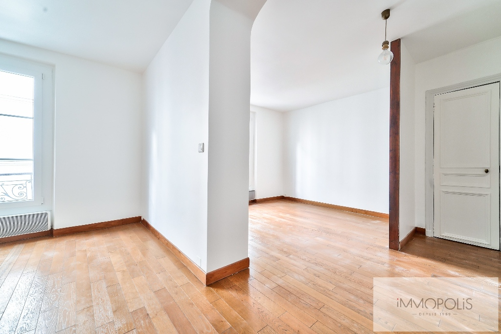 Exclusivity, beautiful 3 room apartment with view of the Sacré-Coeur, in good condition, well placed in Montmartre! 9