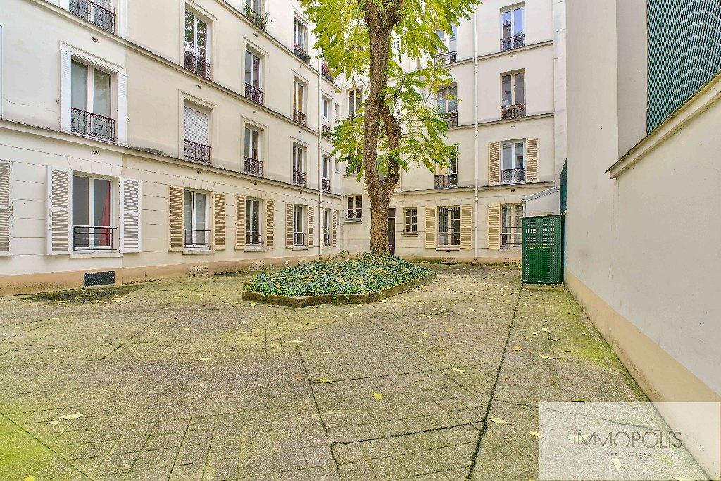 Abbesses, rue Constance : superbe 3 pièces (1 chambre) en 3e étage avec ascenseur : très belles prestations ! 7