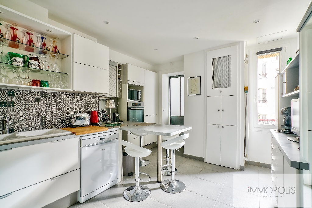 Abbesses, rue Constance: superb 3-room apartment (1 bedroom) on the 3rd floor with elevator: very nice amenities! 3