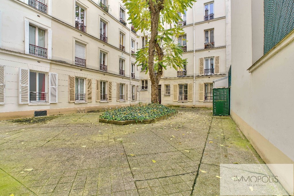 Abbesses, rue Constance: superb 3-room apartment (1 bedroom) on the 3rd floor with elevator: very nice amenities! 7