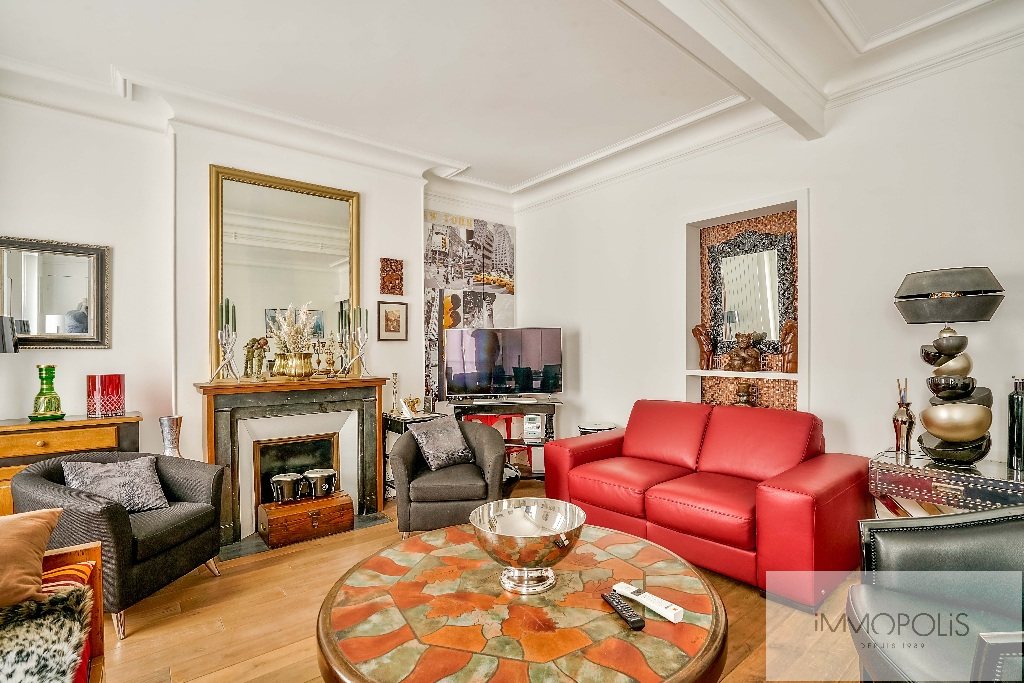 Abbesses, rue Constance: superb 3-room apartment (1 bedroom) on the 3rd floor with elevator: very nice amenities! 8