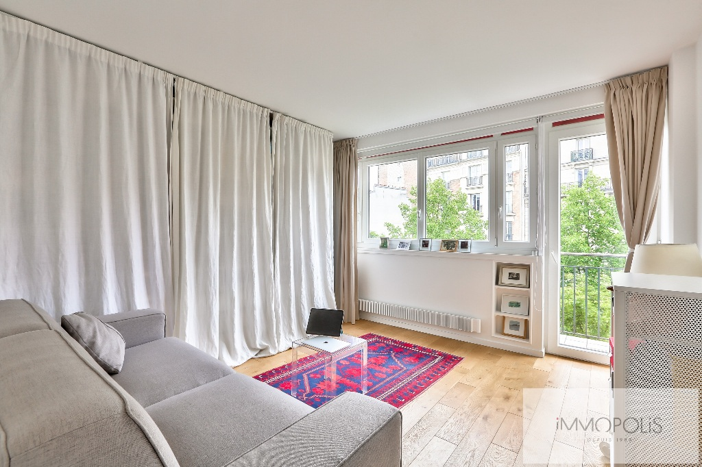 18th century town hall, very nice 4/5 room apartment on 4th floor with elevator, SOUTH exposure with 2 balconies, perfect condition, sold with cellar + large BOX / parking 6