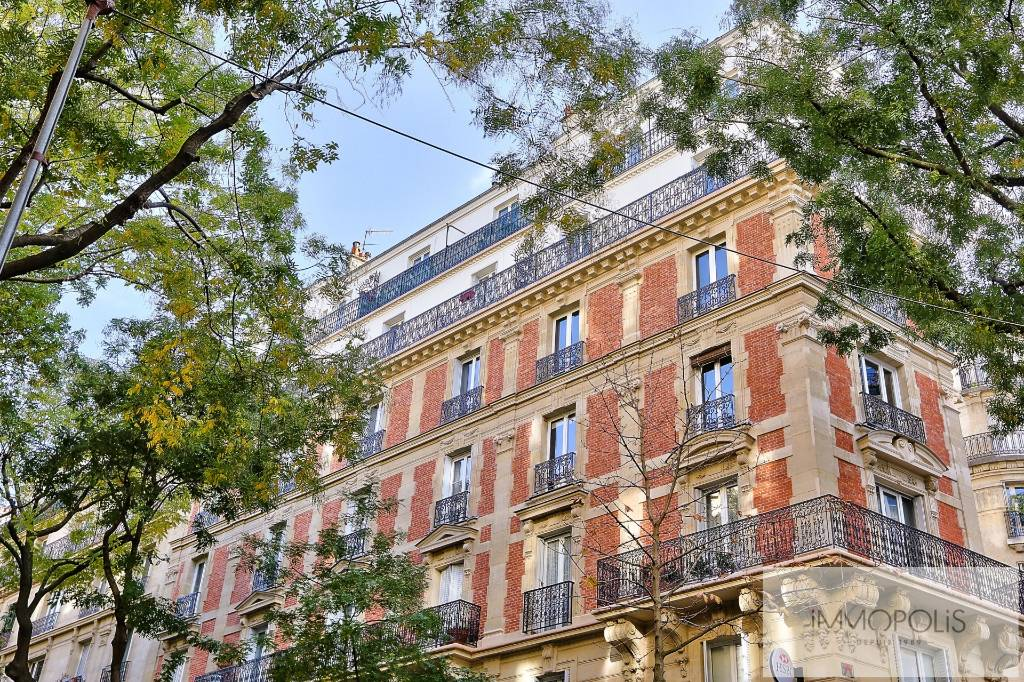 Exclusivity rue Caulaincourt-Paris apartment 2 rooms 41 m2 1