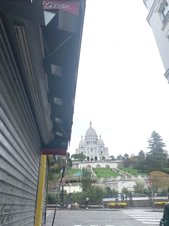 Abbesses – Magnificent studio on the top floor 8