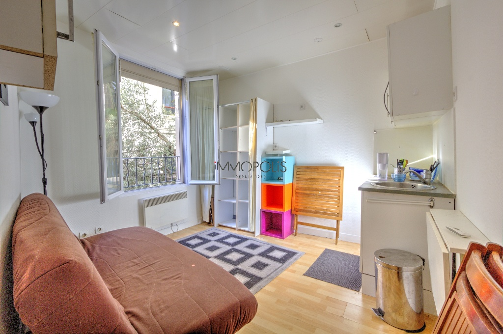 Studio very well placed in Montmartre overlooking a tree-lined courtyard! 1