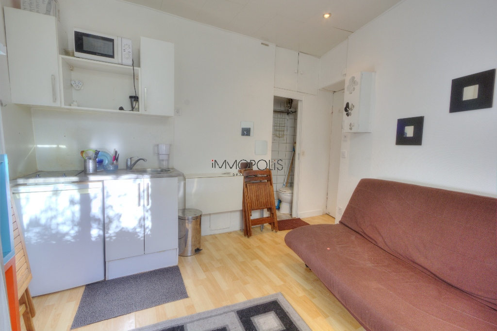 Studio very well placed in Montmartre overlooking a tree-lined courtyard! 4