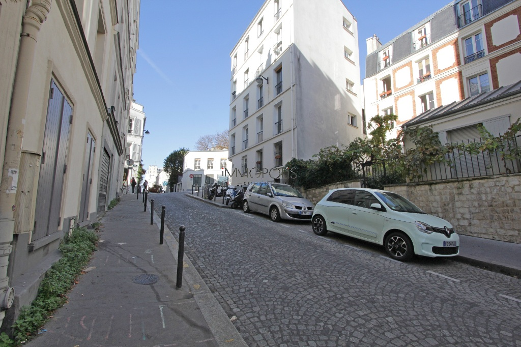Studio very well placed in Montmartre overlooking a tree-lined courtyard! 7