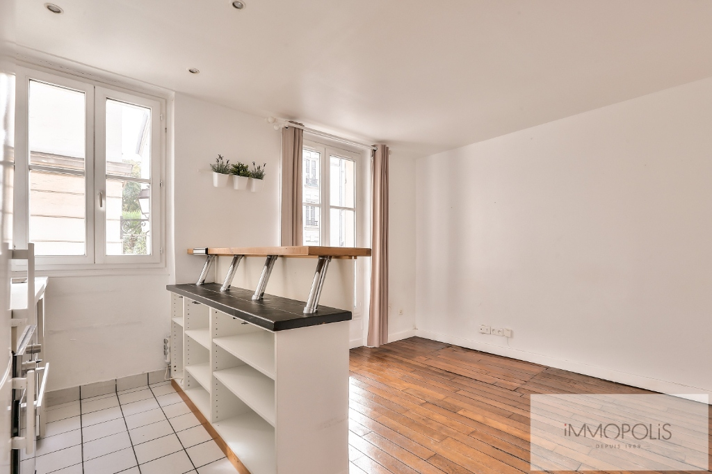 Rue Ravignan two rooms of 32 m2 1