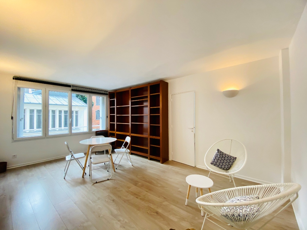 Apartment Montmartre Paris 2 room (s) furnished 50 m2 1