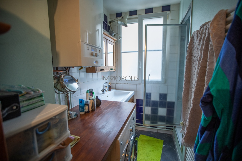 CHATEAU ROUGE – 2/3 ROOM APARTMENT WITH OLD CHARM 5