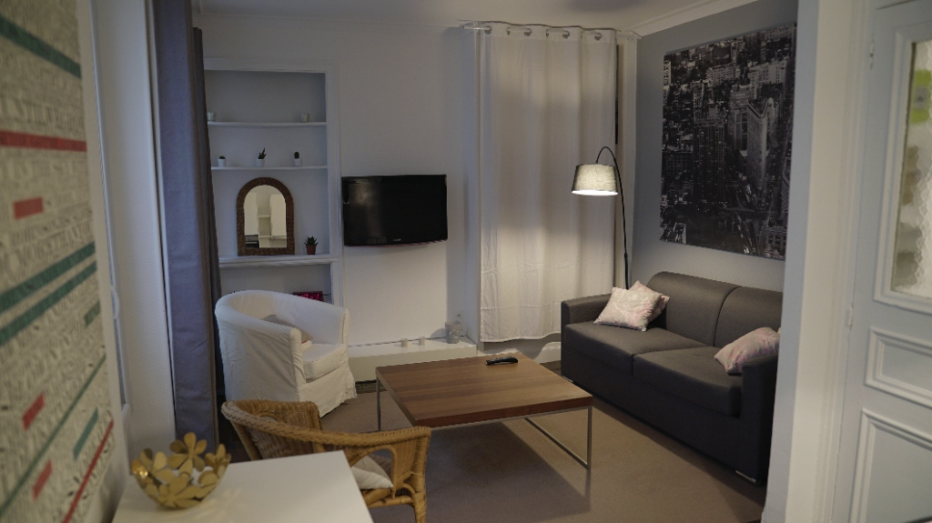 Paris apartment 1 room (s) 25 m2 4