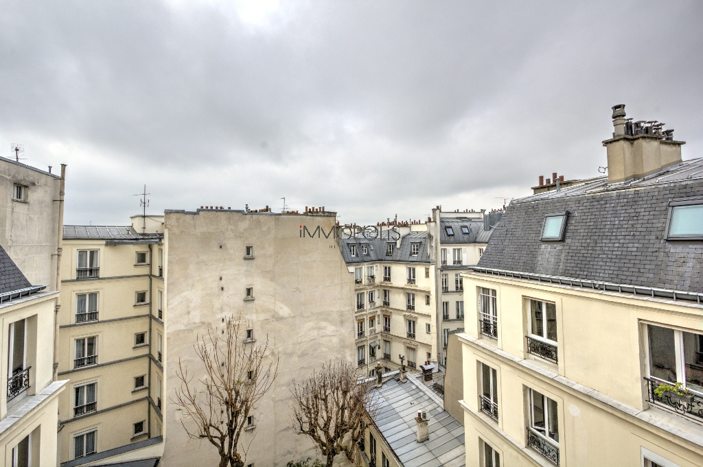 Quartier Europe (rue Clapeyron in the 8th arrondissement), legally rentable studio of 9.88 M² Carrez law located in a magnificent well maintained building 1