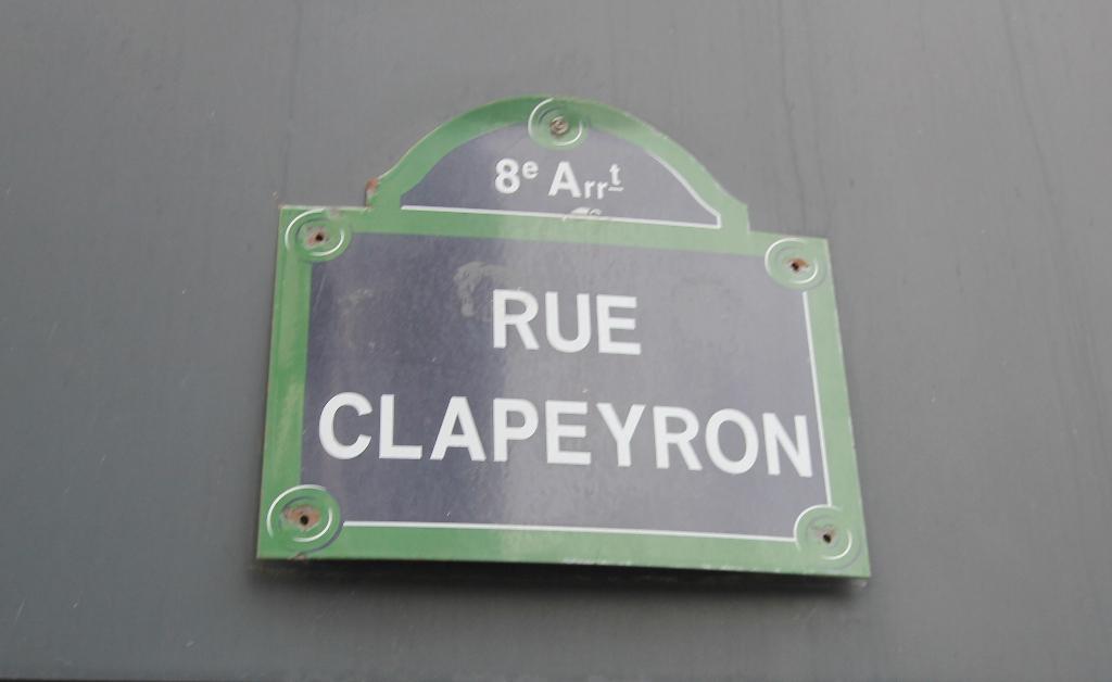 Quartier Europe (rue Clapeyron dans le 8ème arrondissement), studio louable légalement de 9,88 M² loi Carrez situé dans un magnifique immeuble bien entretenu 2