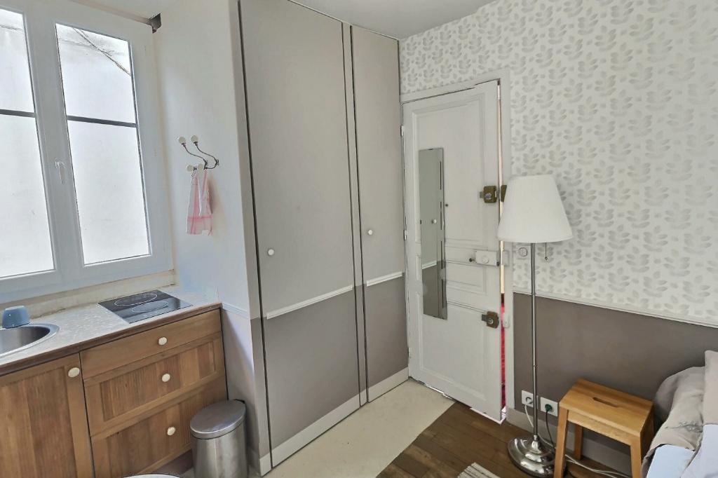 Room with elevator rue Damrémont 6
