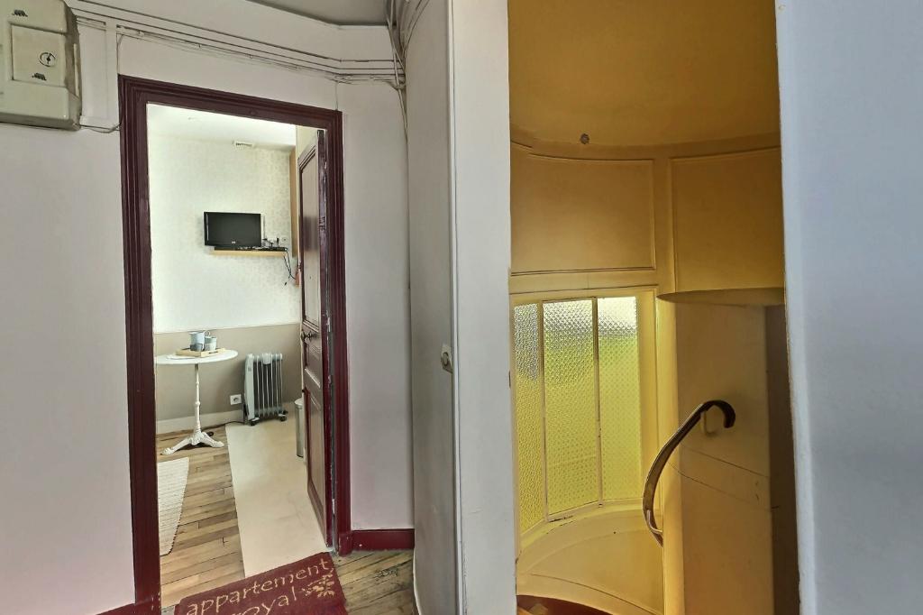 Room with elevator rue Damrémont 7