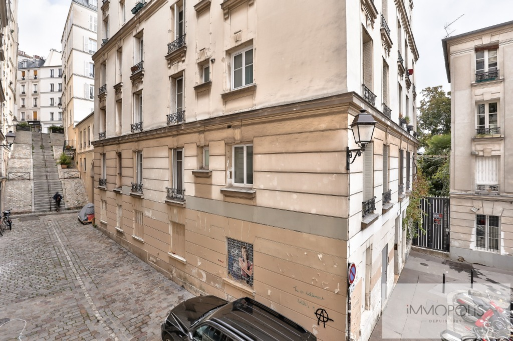 Rue Ravignan two rooms of 32 m2 3