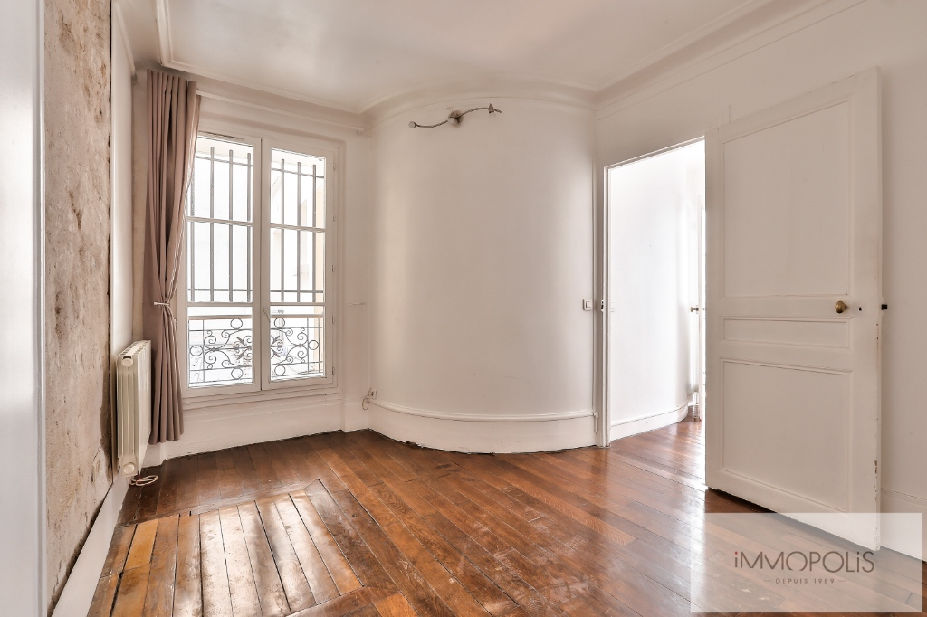 Rue Ravignan two rooms of 32 m2 5
