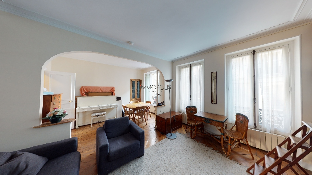 Montmartre / Abbesses, beautiful 3/4-room apartment, bright and calm, with a double living room facing away! 2