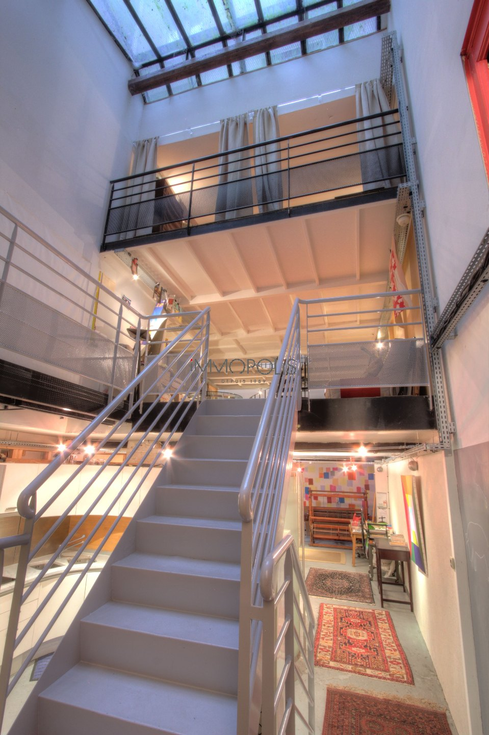 Totally atypical LOFT / ARTIST WORKSHOP, in OPEN-SPACE on three levels with TWO GLASS ROOMS overlooking a quiet courtyard! 3