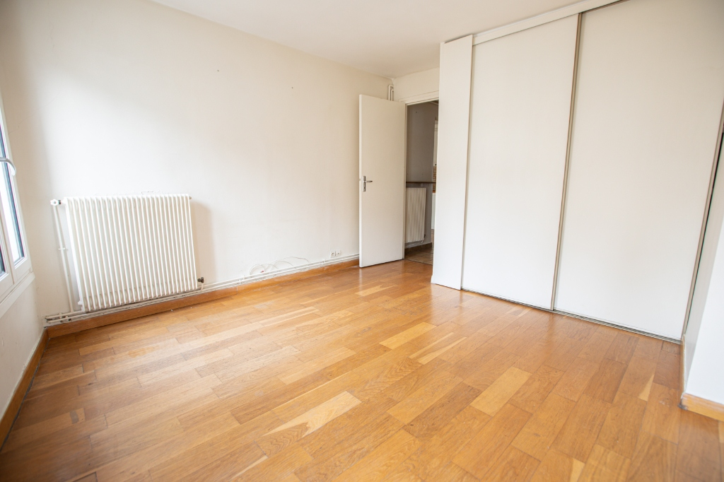 ABBESSES sector – 84M² 4 ROOMS 3 BEDROOMS SOUTH 3rd FLOOR 12