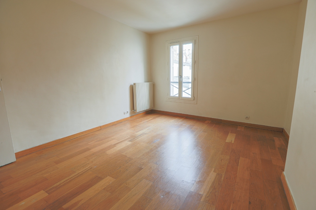 ABBESSES sector – 84M² 4 ROOMS 3 BEDROOMS SOUTH 3rd FLOOR 13