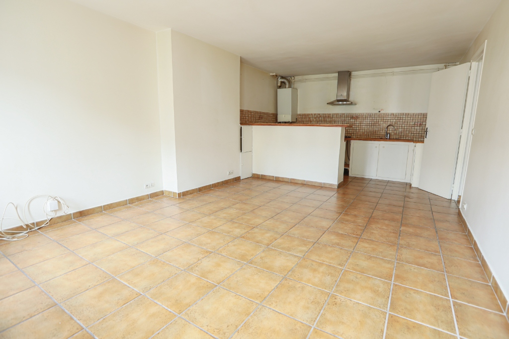 ABBESSES sector – 84M² 4 ROOMS 3 BEDROOMS SOUTH 3rd FLOOR 14