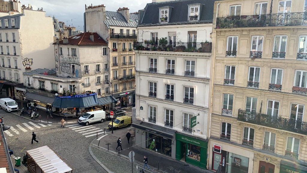 ABBESSES sector – 84M² 4 ROOMS 3 BEDROOMS SOUTH 3rd FLOOR 3