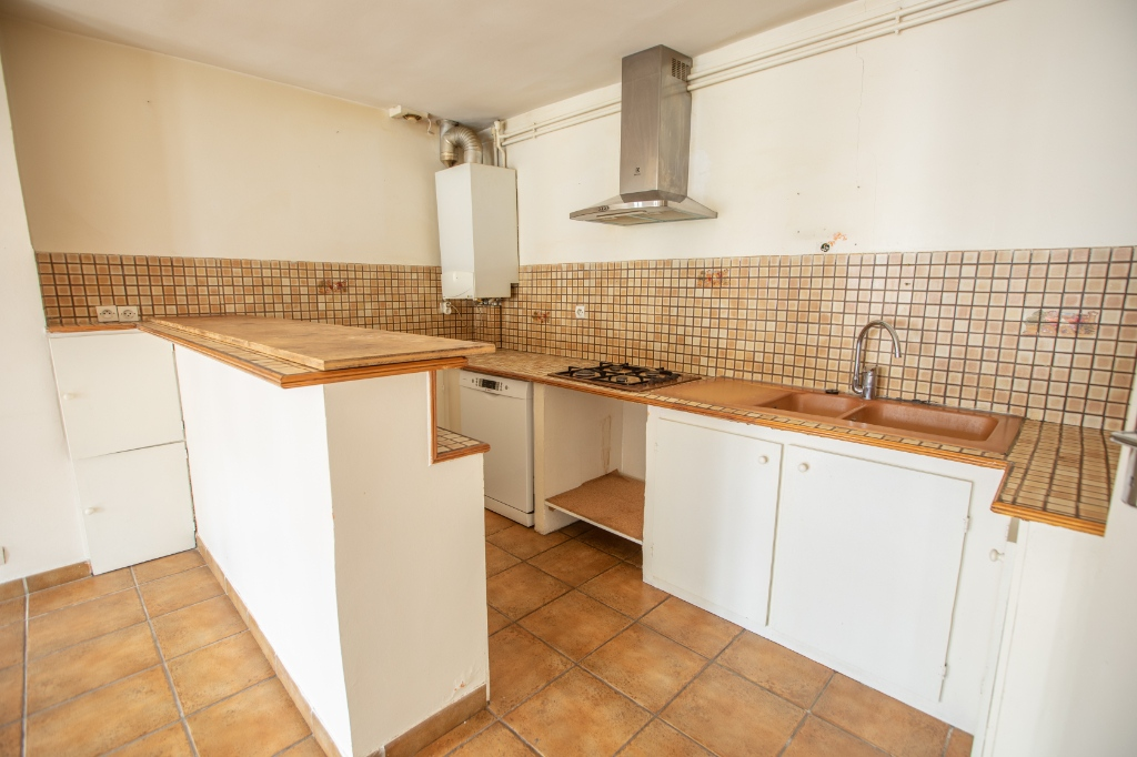 ABBESSES sector – 84M² 4 ROOMS 3 BEDROOMS SOUTH 3rd FLOOR 5