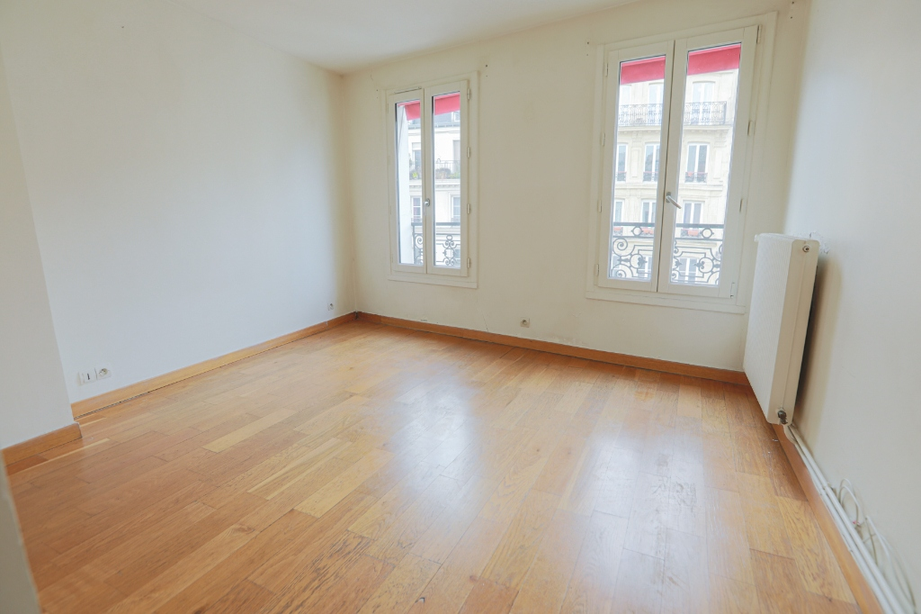 ABBESSES sector – 84M² 4 ROOMS 3 BEDROOMS SOUTH 3rd FLOOR 6