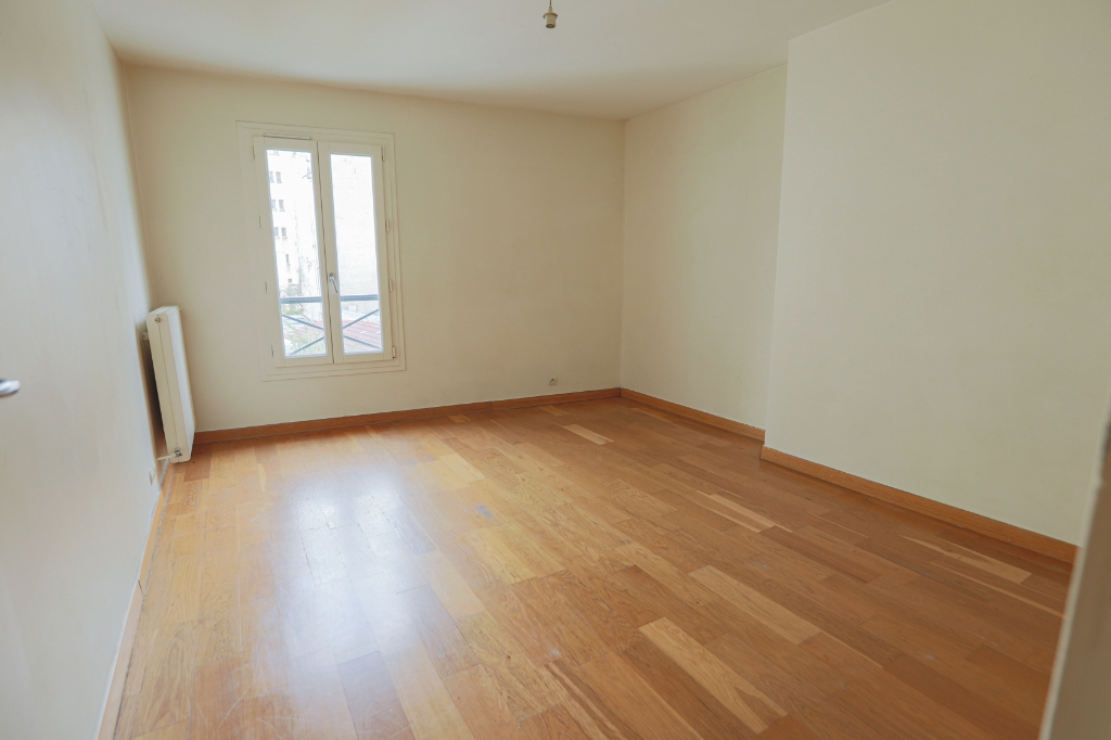 ABBESSES sector – 84M² 4 ROOMS 3 BEDROOMS SOUTH 3rd FLOOR 8
