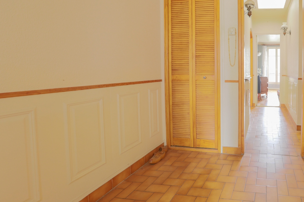 ABBESSES- 4 Rooms of 85M ², LAST FLOOR, 3 South facing bedrooms !!! 7