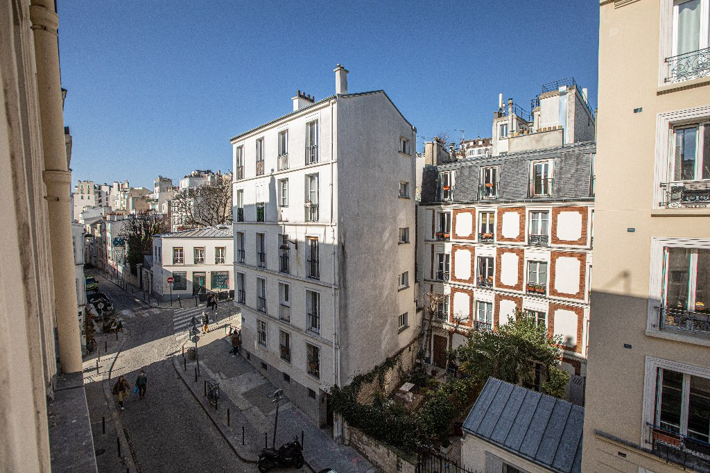 2 rooms in the heart of Montmartre. 1