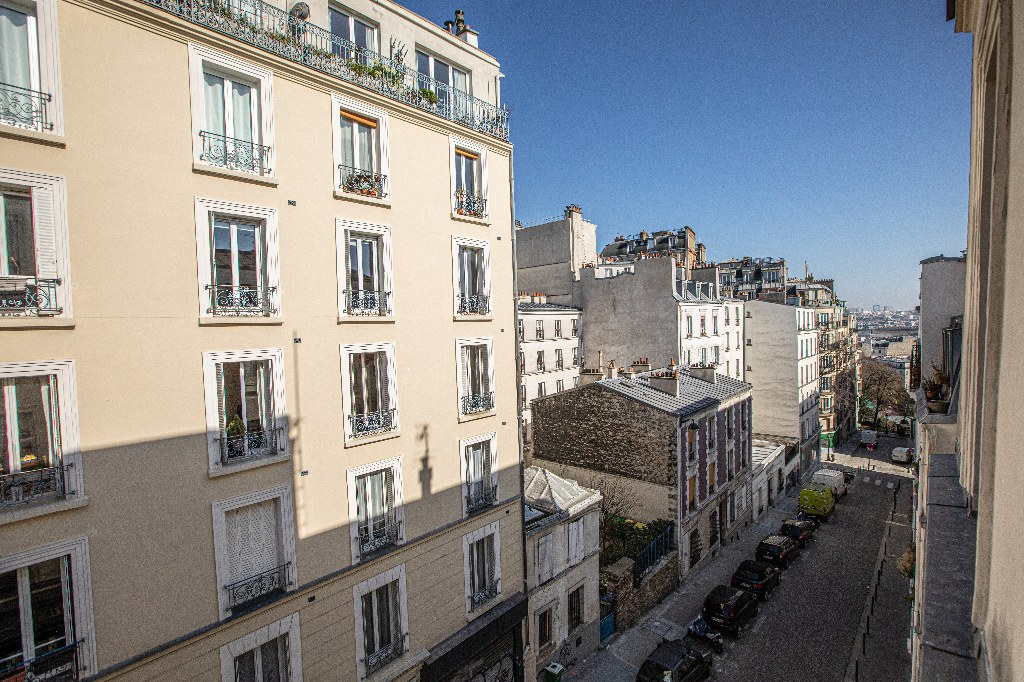 2 rooms in the heart of Montmartre. 8