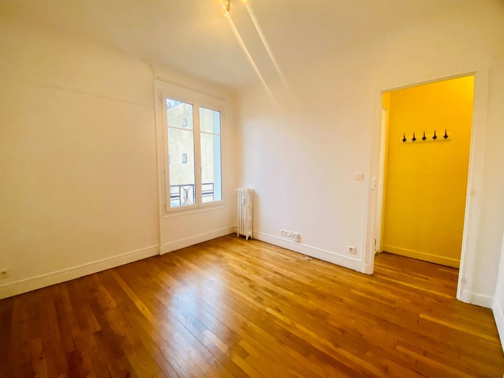 Empty studio 20m² Paris 17th 1