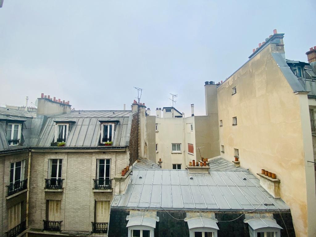 Empty studio 20m² Paris 17th 4