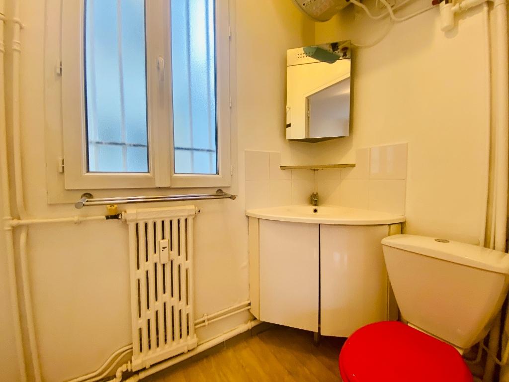 Empty studio 20m² Paris 17th 6