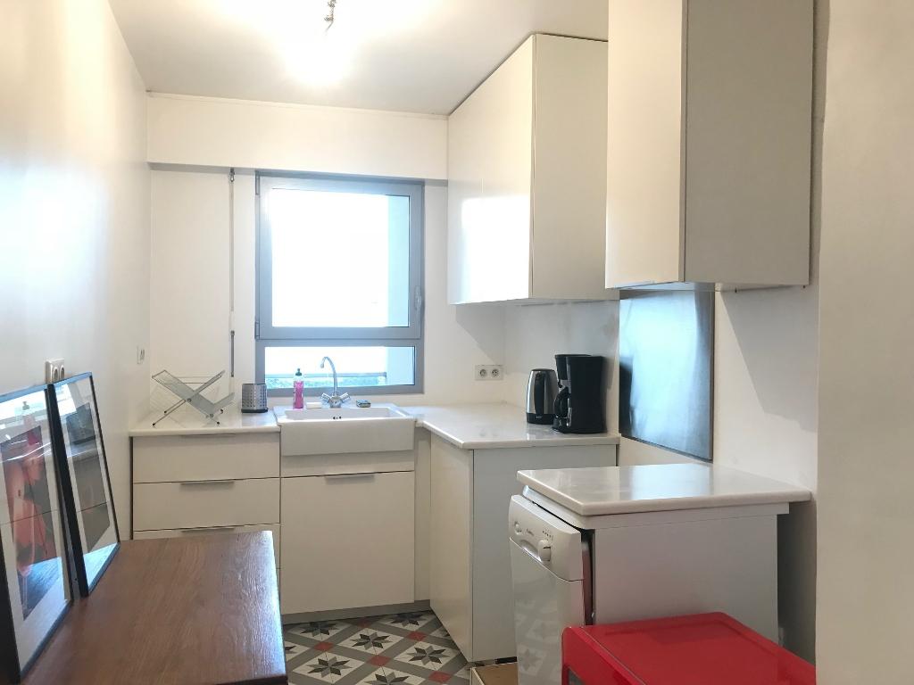 Appartement Paris 75011; 3 pièce(s) meublé 65 m2 2