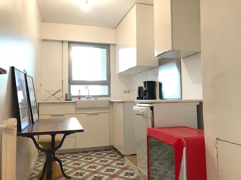 Appartement Paris 75011; 3 pièce(s) meublé 65 m2 3