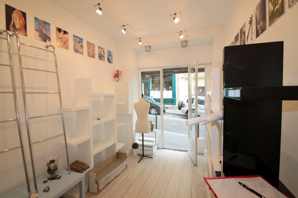 Business at Abbesses: good deal because very low rent and recovery! 4